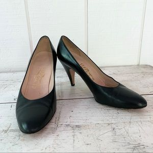 Ferragamo Womens pumps size 8.5